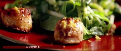 Жареные гребешки с хрустящим яблочным салатом.