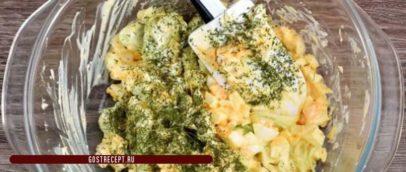 Салат весенний, с яйцами и луком-порей. Смесь.