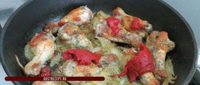 Жареная куриные кралышки в томатной пастой. Паста.