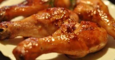 Жареная голень цыпленка в томатной пасте