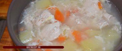Kurinyj sup s jajcom.