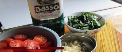 Спагетти с оливками и помидорами в масляном соусе. Ингридиенты.