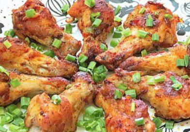 Жареные куриные крылышки в томатной пасте.